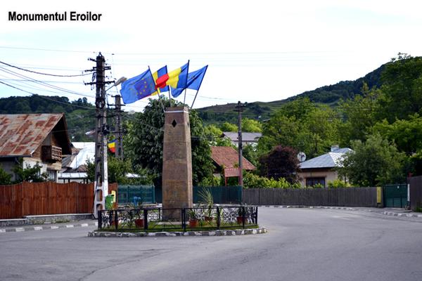 Monumentul Eroilor Comuna în imagini